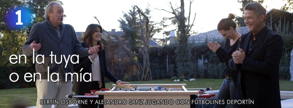 Bertín Osborne y Alejandro Sanz jugando con Futbolines Deportín